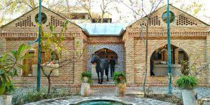 کافه روحی و گرد و خاک در باغ نگارستان
