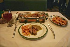 با ۱۰ رستوران تهران که بهترین استیکها را سرو میکنند بیشتر آشنا شوید