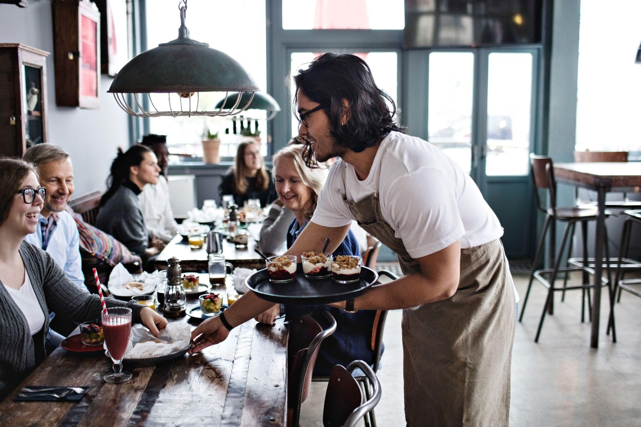 آموزش کارکنان جدید رستوران