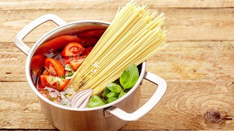 طرز تهیه ماکارونی با قارچ و سویا