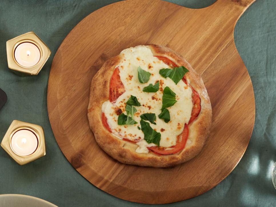 ترفندهای پخت پیتزا ، اضافه کردن سبزی های تازه در مرحله پایانی
