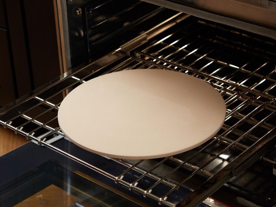 فوت و فن های پخت پیتزا ، اطمینان حاصل کنید که فر داغ است