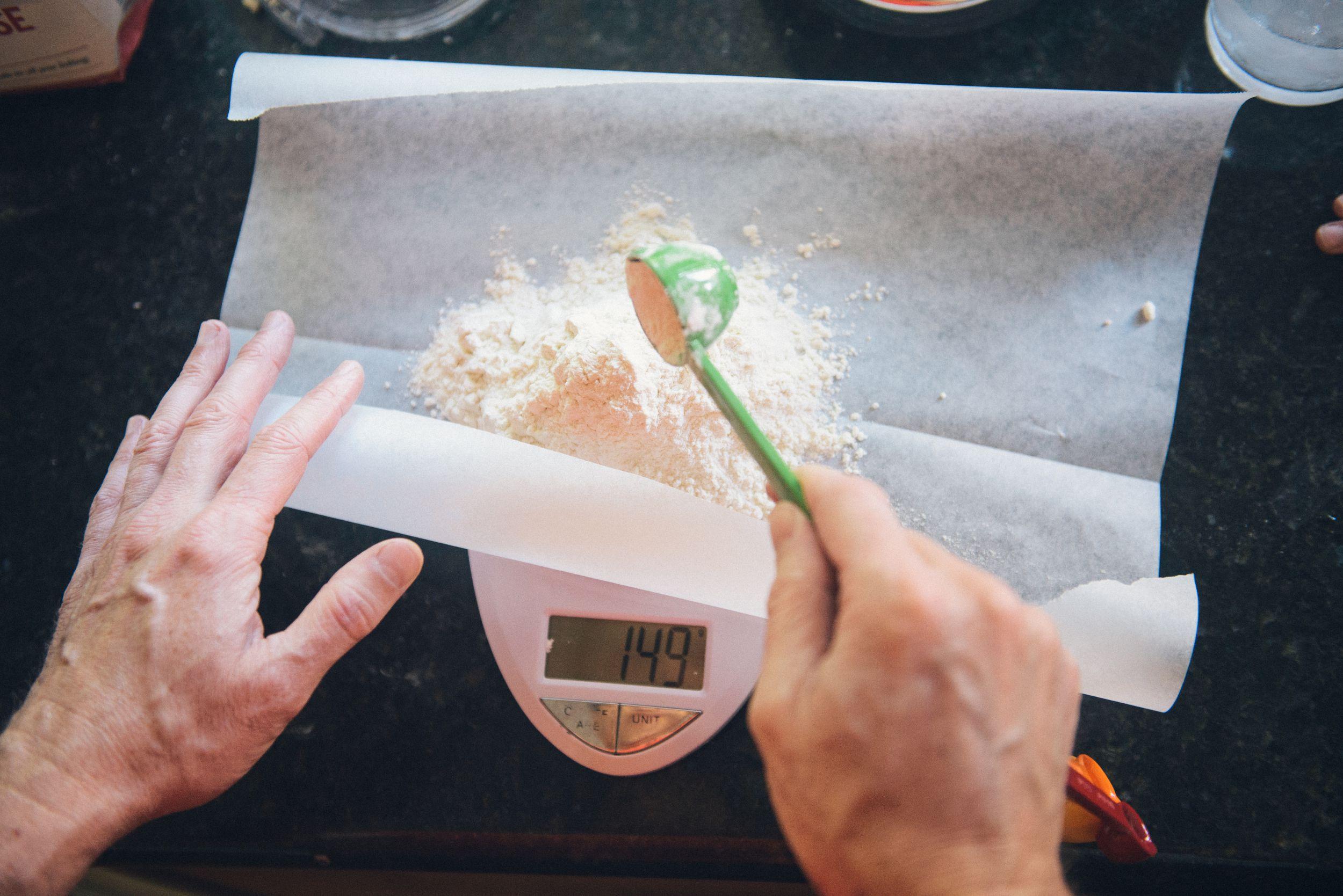 ترفندهای ساده شیرینی پزی:مواد اولیه را به درستی اندازهگیری کنید