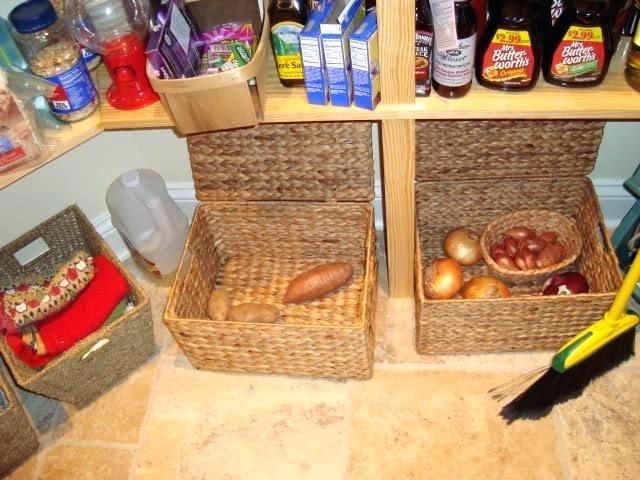 نگهداری میوه و سبزیجات تازه ، تاریک، سرد و خشک بودن محل نگهداری ،