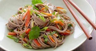 طرز تهیه سالاد نودل برای گیاهخواران