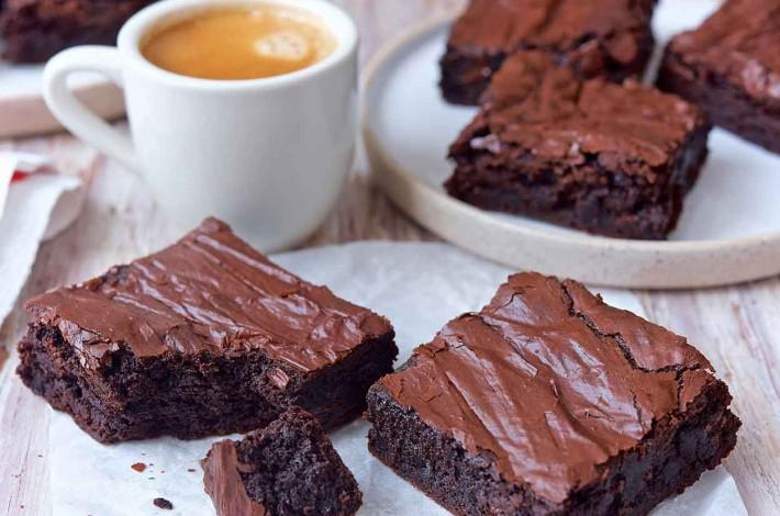 طرز تهیه کیک براونی برای 6 الی 8 نفر