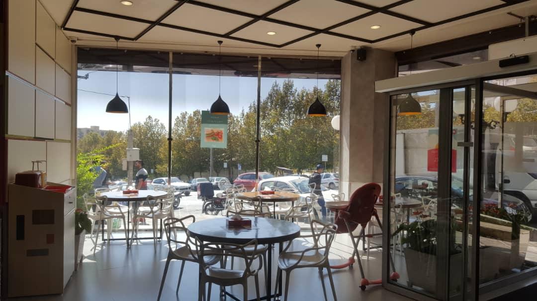 فضای داخلی رستوران پرپروک، ژوزک و مینی میل