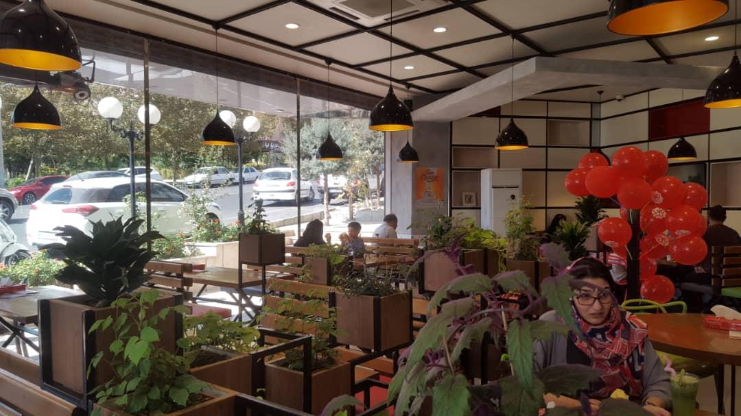 فضای داخلی رستوران پرپروک، مینی میل و ژوزک
