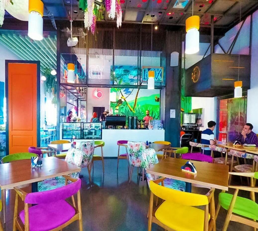 کافه و رستوران بادیز فضایی پر از رنگ و پر طعم