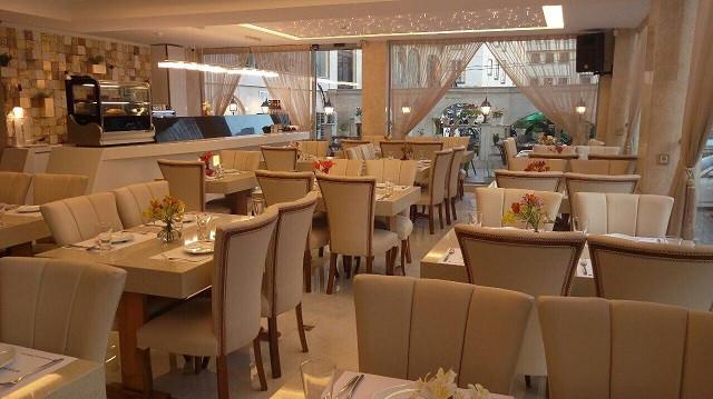 کافه رستوران شاندرمن خاورمیانه