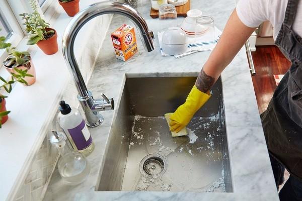 تمیز کردن سینک آشپزخانه