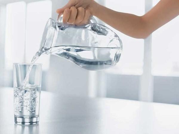 نوشیدن آب پس از مصرف غذاهای ناسالم